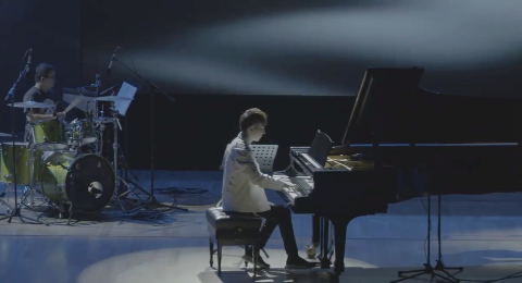 原作者Pianoboy高至豪亲自演奏?#26234;?#21517;曲《The truth that you leave》