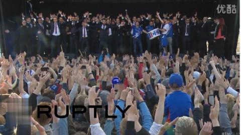 欧洲杯冰岛足球队英雄回家