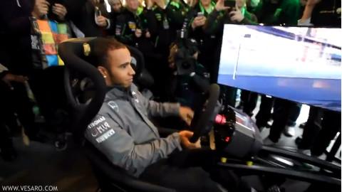 F1世界冠军是怎么玩赛车游戏的,完全不眨眼的Part1