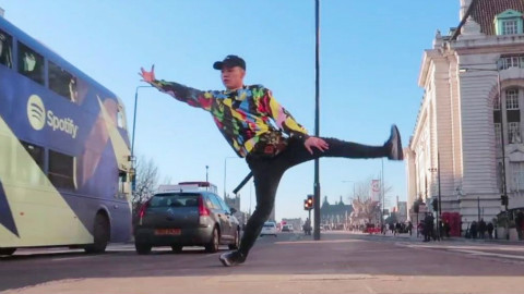 英国达人秀亚裔小哥Kieran伦敦街头Freestyle