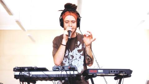 MCXander-牛人玩转BeatBox设备,闭上眼仿佛置身超嗨舞厅!