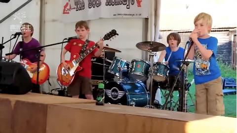 吊炸天!8-10岁小朋友重金属乐队翻唱metallica经典曲目entersandman!