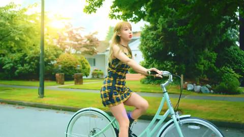 横跨中日韩三国的少女组合TWICE,最新MV《licky》
