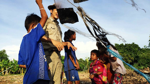 女人岛没有父亲的孩子,用塑料袋扎的风筝,童年里唯一的乐趣!Part1
