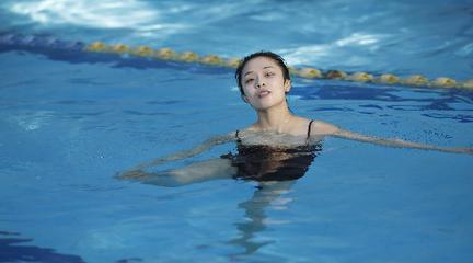 《Under Water》·追溯自己真挚的感受,哪怕这个时刻稍纵即逝
