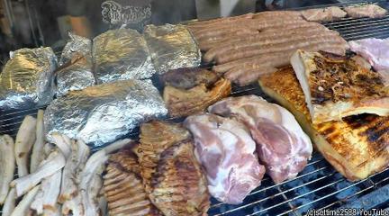 肉肉肉!阿根廷街头猪排烧烤