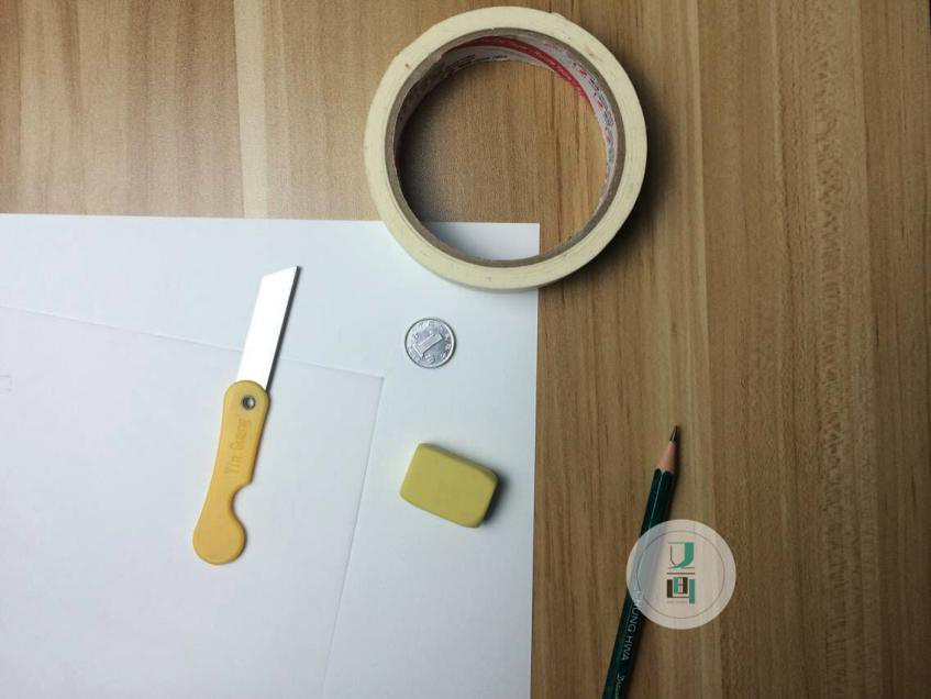 工具:硫酸纸,彩铅纸,小刀,胶带,铅笔,硬币(或者表面比较圆润的物体)