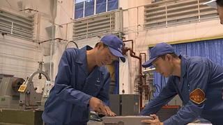 大国工匠之火药雕刻师:一刀切削0.15毫米