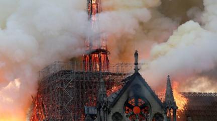 中法将合作修复巴黎圣母院