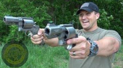 疼!各種大口徑左輪手槍試射