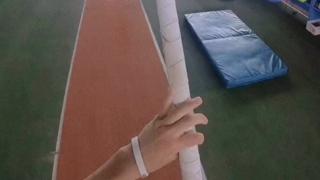 第一视角体验撑杆跳,这个视角我已经晕了