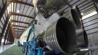 从地面上观察:土星五号重型运载火箭
