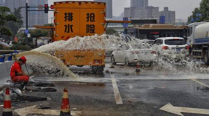 京广路隧道路口基本清理完毕