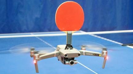 无人机还能打乒乓球? 乒乓球运动员尝试室内人机大战, 结果震撼!