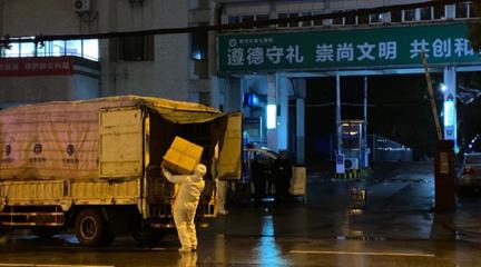 記者直擊武漢第七醫院門前