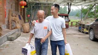 """王刚五一回乡看望四伯,返程前老人家把准备的""""礼物""""塞满后备箱"""