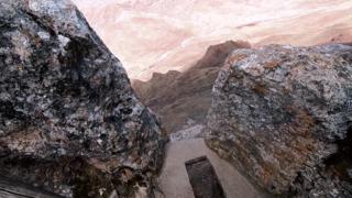 探寻西藏海拔4600米的露天厕所,在这山顶上个大号是什么感觉